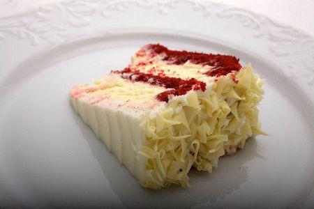 Redvelvetcheesecakeslice