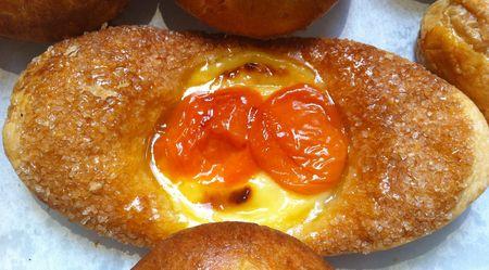 Custard and apricots